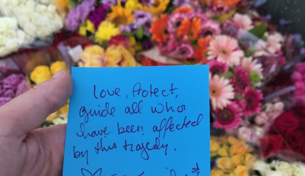 a blue post it note with a written quote